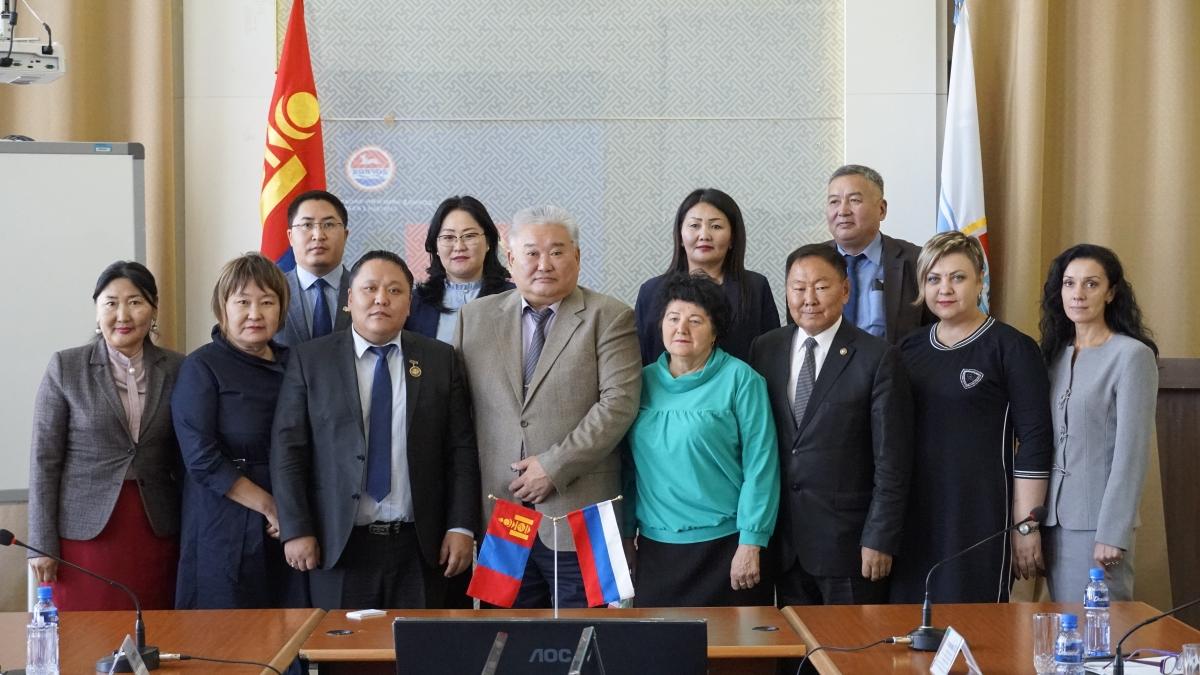 ОХУ-аас Монгол улсад суугаа Элчин сайдын яамны зөвлөх А.Р.Базархандаев тэргүүтэй төлөөлөгчдийг хүлээн авч уулзлаа