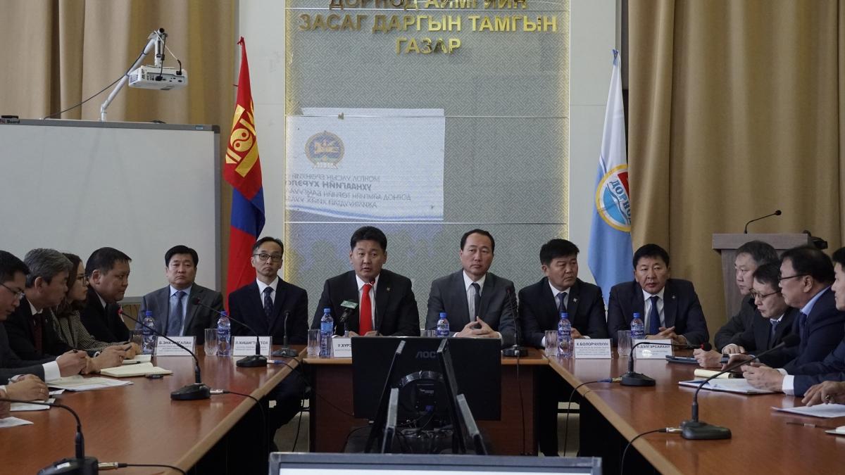 Монгол улсын Ерөнхий сайд төрийн байгууллагуудын удирдлагуудтай уулзлаа
