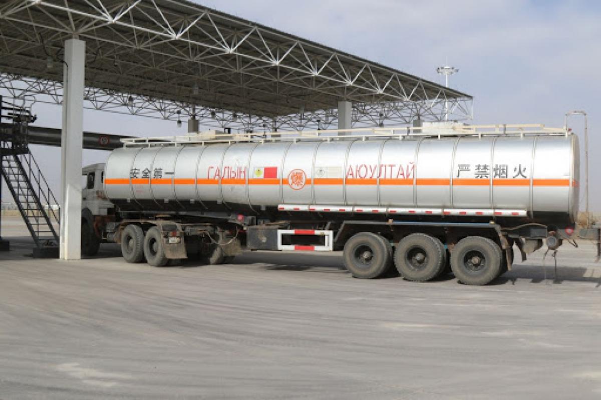 Газрын тосны тээвэрлэлтийг түр хугацаанд зогсоогоод байна