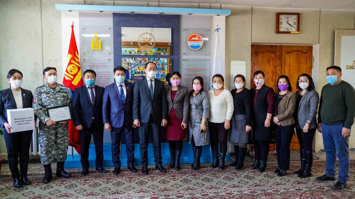 Боловсрол, соёл урлагийн салбар болон Хаан банк аймгийн Онцгой комисст хандив гардууллаа