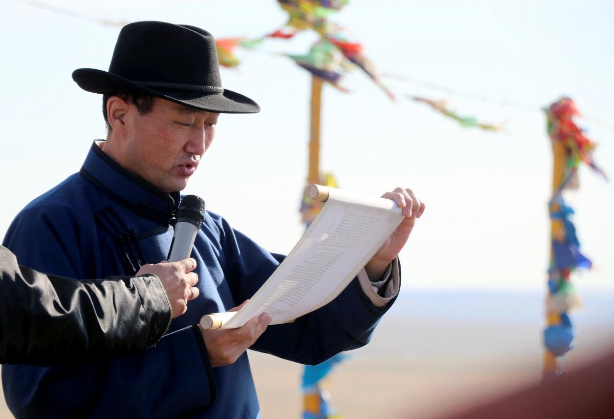 Зуны тэргүүн цагаагчин могой сарын шинийн гуравны билэгт сайн балжиннямтай  өдөр Хан-Уулаа уламжлалын дагуу тахилаа