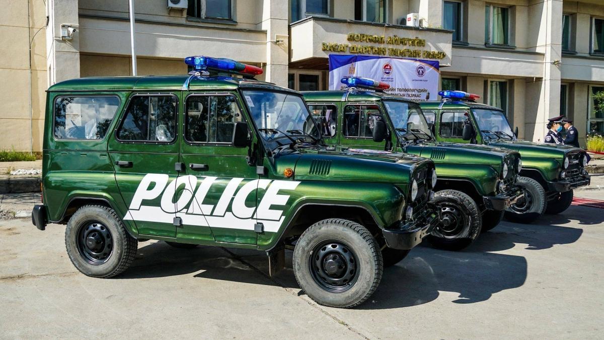 Зургаан сумын Цагдаагийн тасаг, хэсэг автомашинтай боллоо