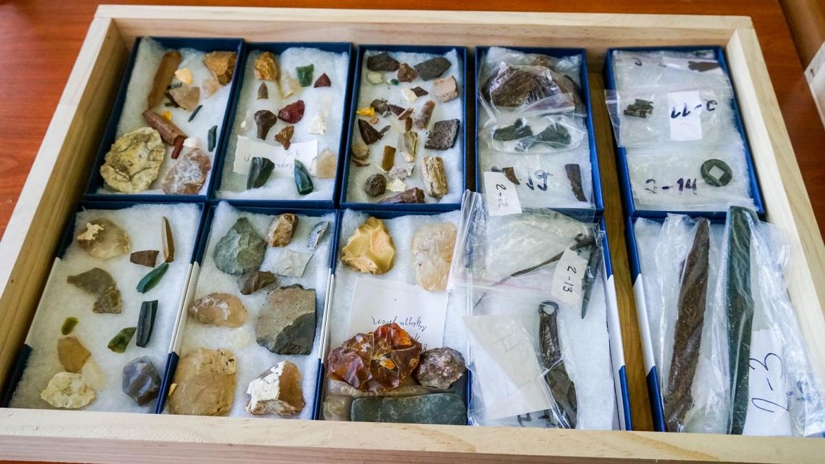 Цагаан-Овоо сумын нутгаас чулуун болон хүрэл зэвсгийн үеийн эдлэл хэрэглэл олджээ